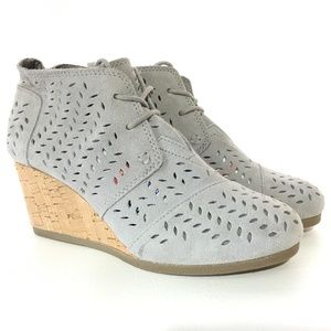 d6cd3fb26fbf4 Toms · Toms Womens Desert Wedge Shoes 6 Cute Perforated